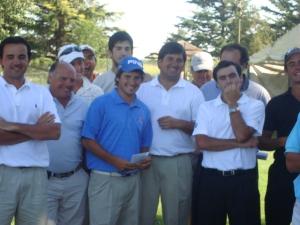 Momentos de la entrega de premios Etulain, Saavedra Peralta y varios golfistas más.