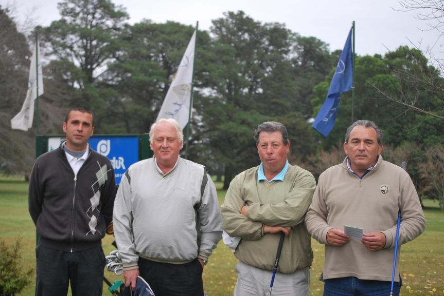 Cristian y José Nisi (Villa Gesell G. C.) junto a los punteros Juan c. Barletta y Jorge Liotto (Necochea G. C.)