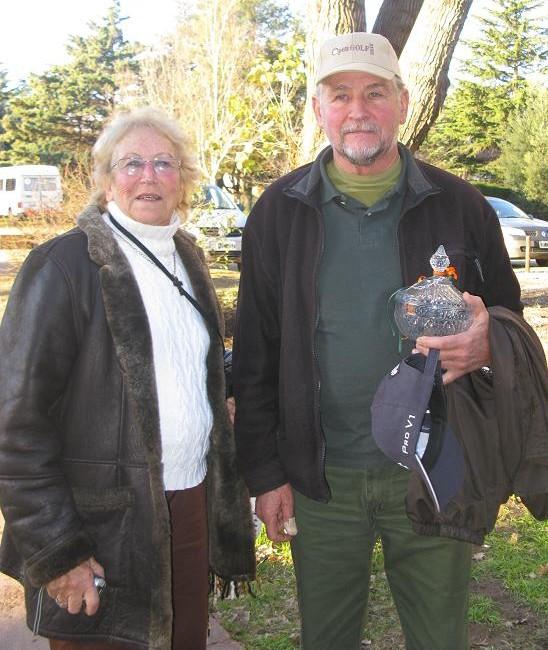 Juan Borzone, ganador del mejor neto, junto a su señora.